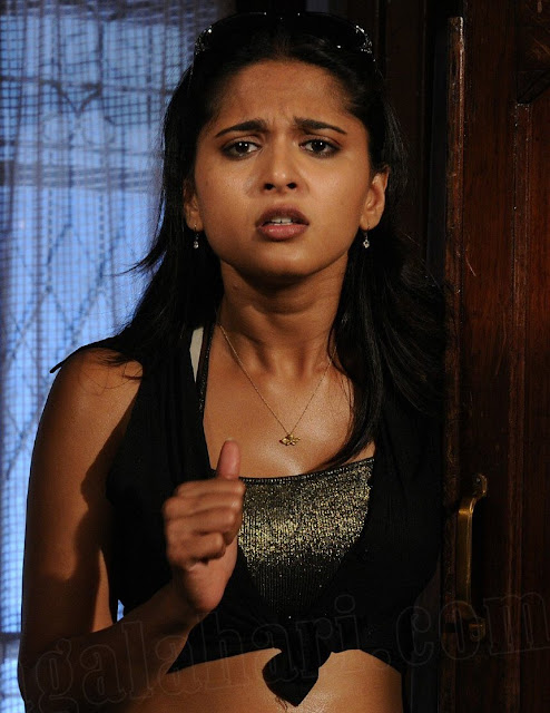 Anushka Hot Expression Pics