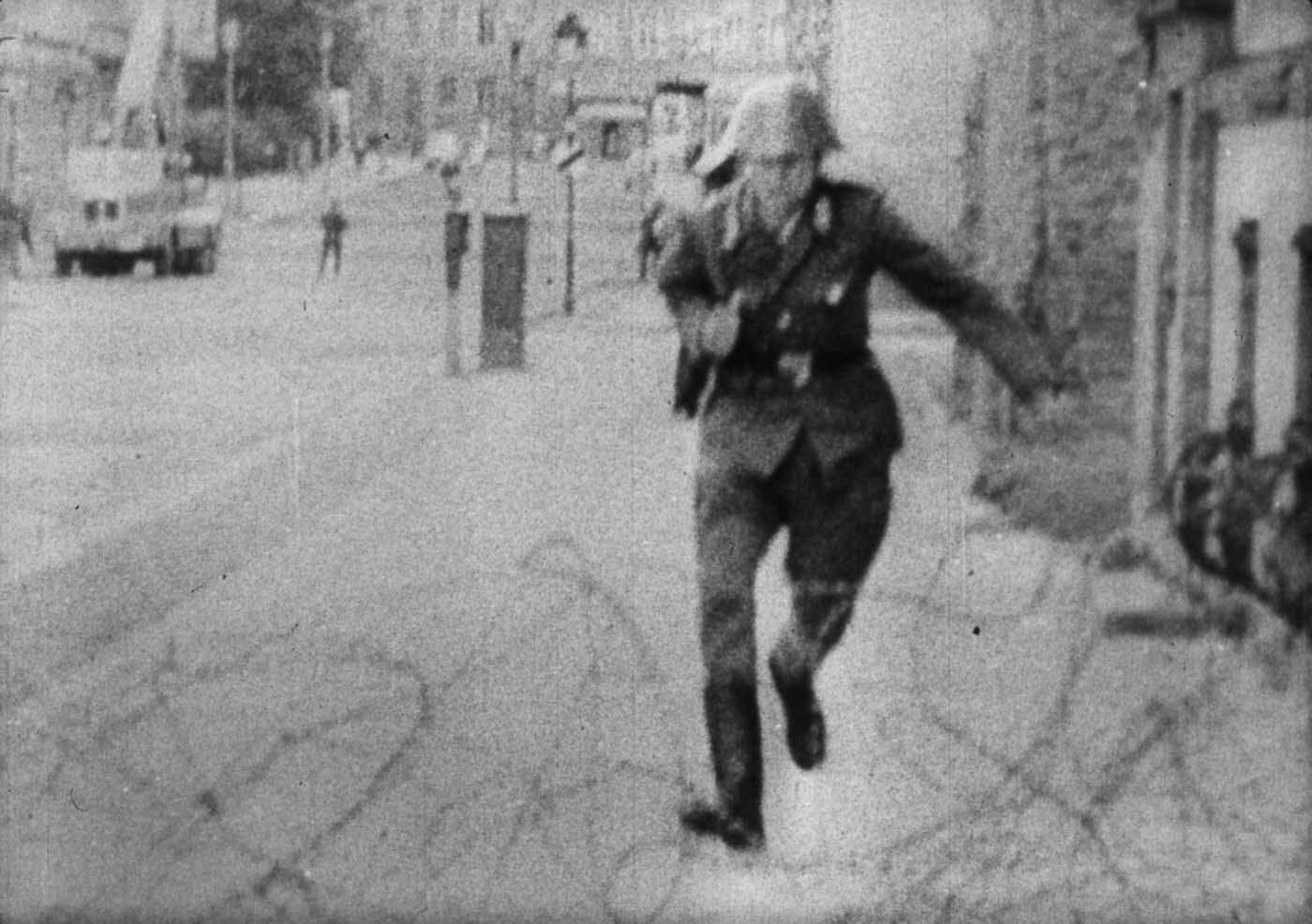 """Come on over, come on over!"" (Komm' rüber!) the West Berlin crowd on Bernauer Strasse chanted. (Still picture from the video footage)."