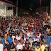 Tulio e Aladim colocam uma grande multidão de pessoas na passeata do desagravo a familia Macauense.