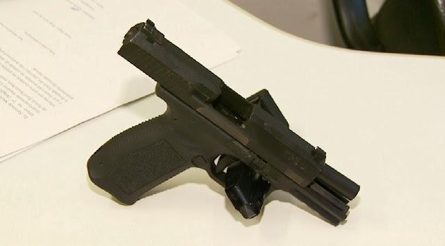 Durante operação, policiais também apreenderam uma pistola 9 milímetros (Foto: Reprodução EPTV)