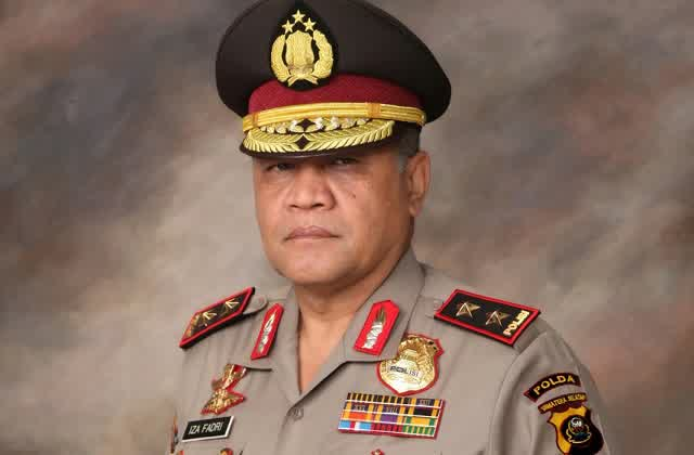 http://www.asalasah.com/2016/02/kapolda-yang-himbau-shalat-jamaah-ini.html