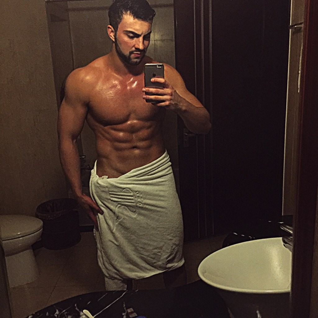 swollen-man-body-Alexey-Chaychits
