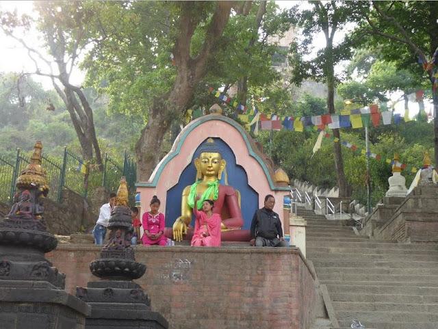la scalinata del tempio di Swayambhunath