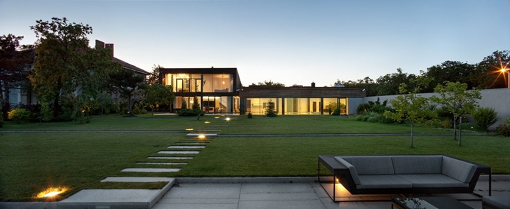 Backyard of Contemporary house in Ukraine by Drozdov & Partners