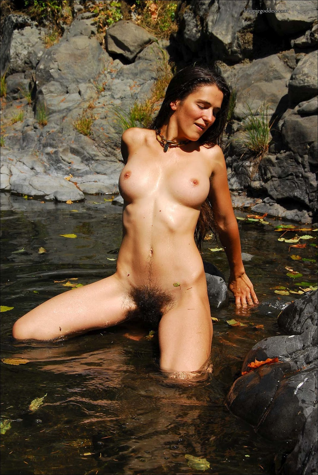 Naked jungle girl peeing