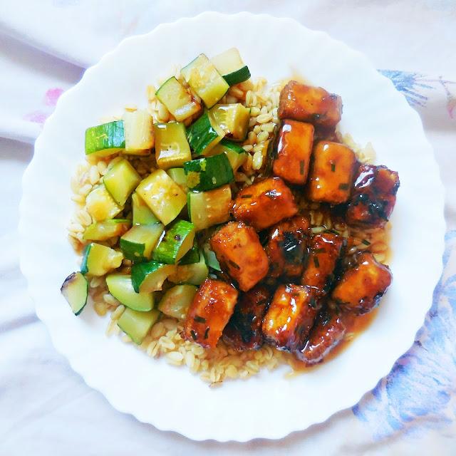 Poulet à l'orange vegan à base de tofu