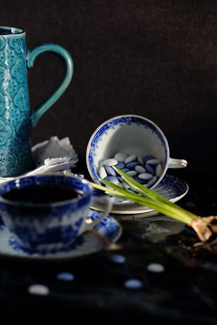 asetelma, sini-valkoinen, still life