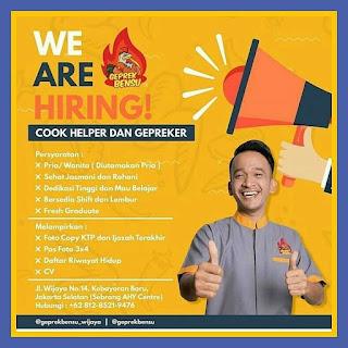Info Lowongan Kerja Geprek Bensu Cook Helper Kebayoran Jakarta 2018 khususnya bagi anda seorang laki laki dan perempuan dengan ijazah minimal SMA/SMK 2018 Jakarta selatan.Koki masak cooking helper dan gepreker