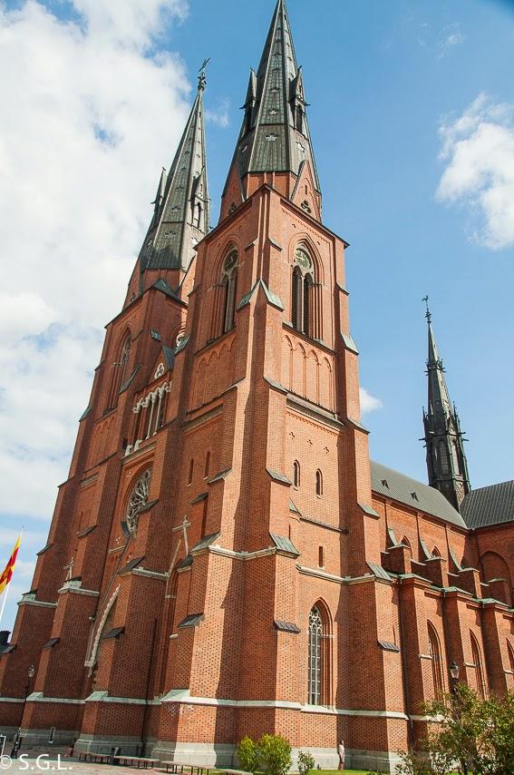 Torres de la catedral de Uppsala. Visitando Suecia: Un dia en Uppsala