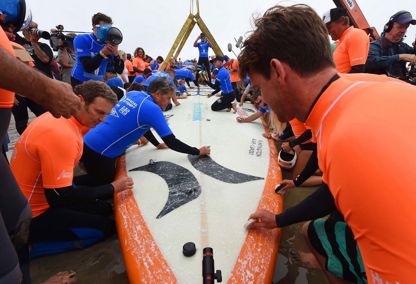 Worlds largest surfboard 02
