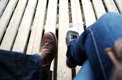 Sepatu Handmade_9 Ide Kado Unik untuk Sahabat Laki-laki