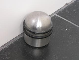Cara Memasang Door Stopper Magnet dengan Mudah