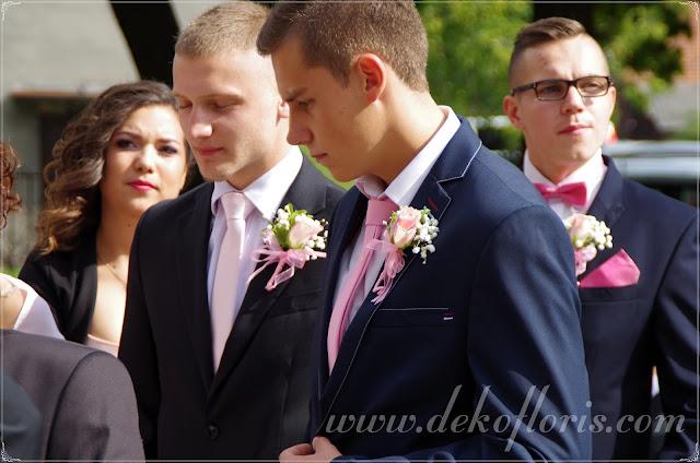 różowa butonierka ślubna róże i storczyki opolskie