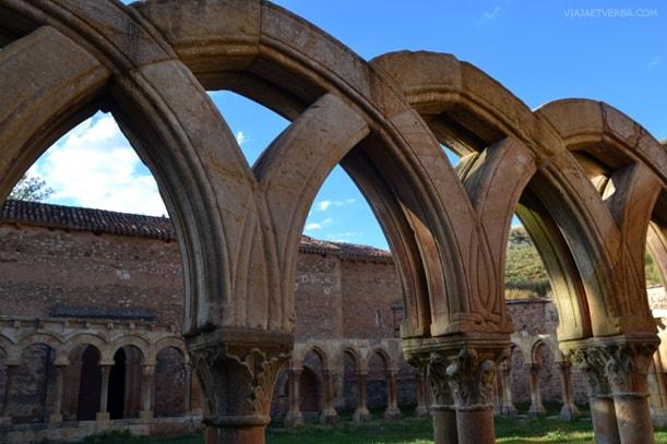 Arcos del Monasterio de San Juan de Duero en Soria, España. Por Viaja et verba