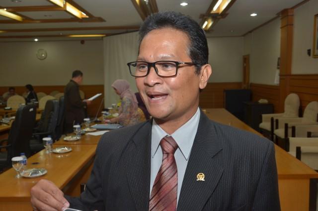 Mantap!! DPR Perjuangkan Honorer Usia di Atas 35 Tahun Tetap Bisa jadi PNS