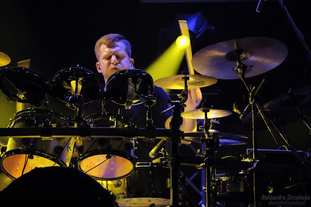 Koncert Kombii - perkusja - Adam Tkaczyk