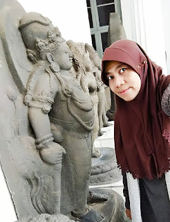 Me Time: Selfie with statues