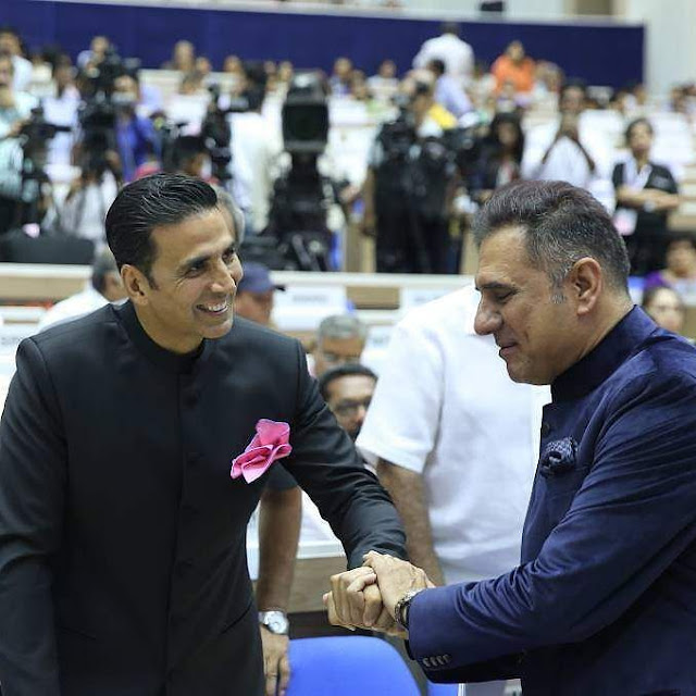Akshay Kumar with Boman Irani during National Film Awards