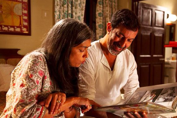 Ratna Pathak and Rajat Kapoor in Shakun Batra's Kapoor & Sons (2016)