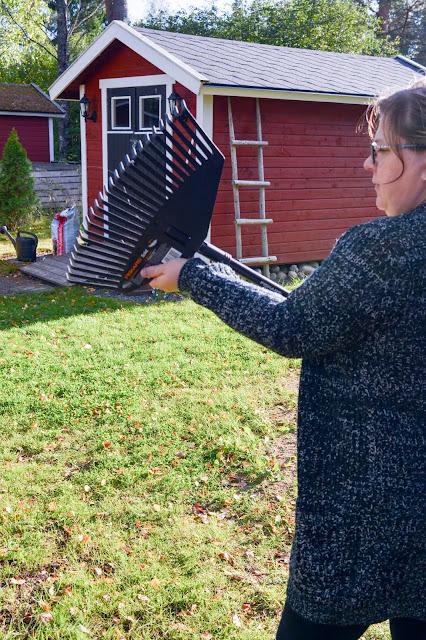 fiskars solid harava vaihtopää alumiinivarsi popup puutarhasäkki syysulkoilu syypuuhailu pihahommia