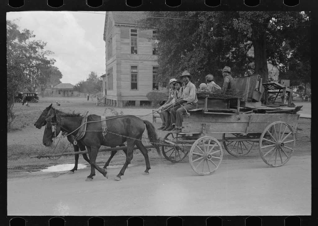 27 Vintage Photos Give Us a Peek Into What Moving Day Was
