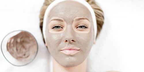 Como cuidar piel grasa en verano mascarilla