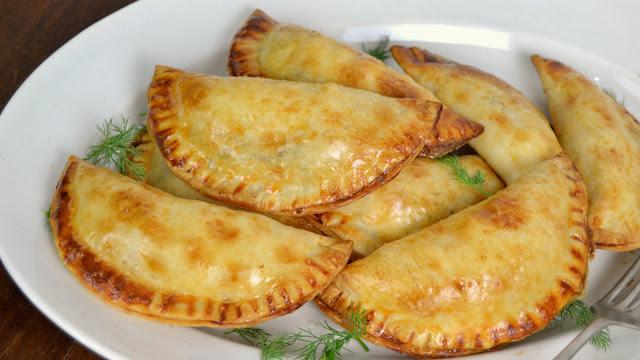 Empanadillas de salmón, queso crema y cebolla caramelizada ¡Fáciles y deliciosas