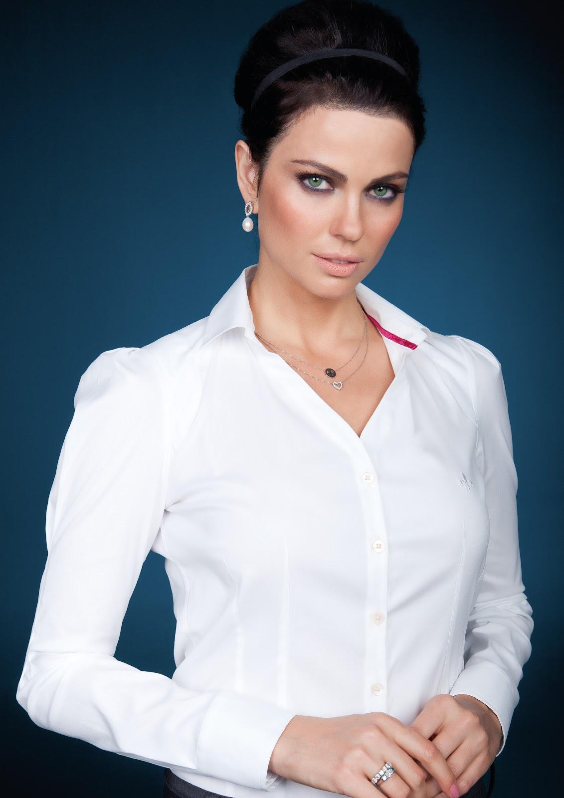 a85d4df6f0518 Os novos modelos foram feitos na medida exata para encantar mulheres que  decidem e sabem reconhecer o primor das camisas elaboradas com tecidos  nobres e ...