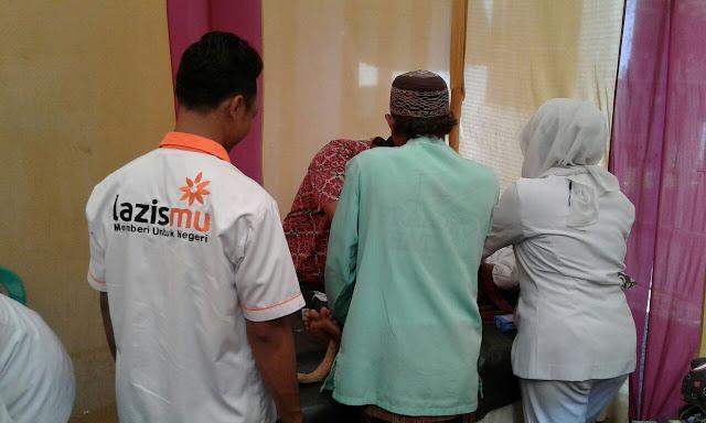 Pelaksana khitan dilakukan oleh tenaga profesional, disediakan dokter dan perawat