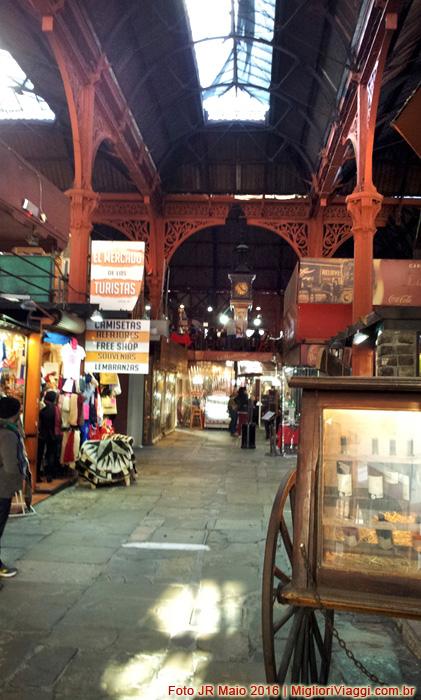 Interior do Mercado do Porto e estrutura de ferro - Montevidéu