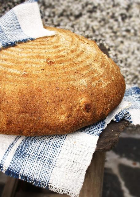 Квасен хляб с тиквено семе и орехи