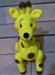 http://novedadesjenpoali.blogspot.com.es/2014/11/patron-jirafa-amigurumi.html