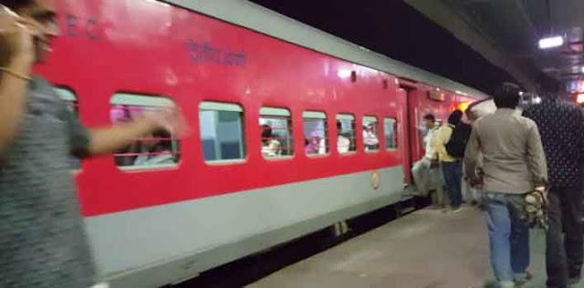 रेलवे यात्रियों के लिए बढ़ी सुविधाएं