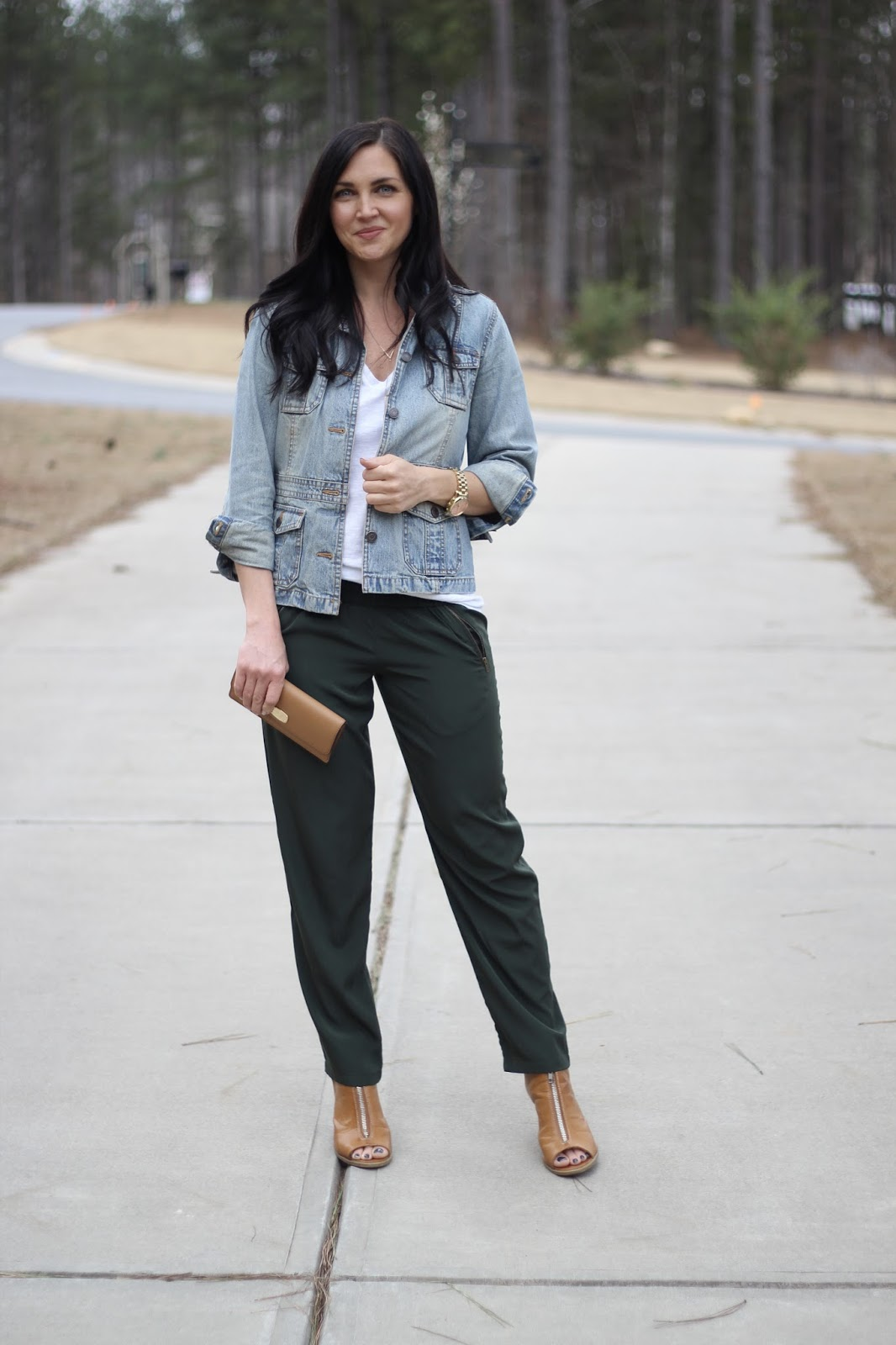 How to dress up drawstring pants via Stilettos and Diapers