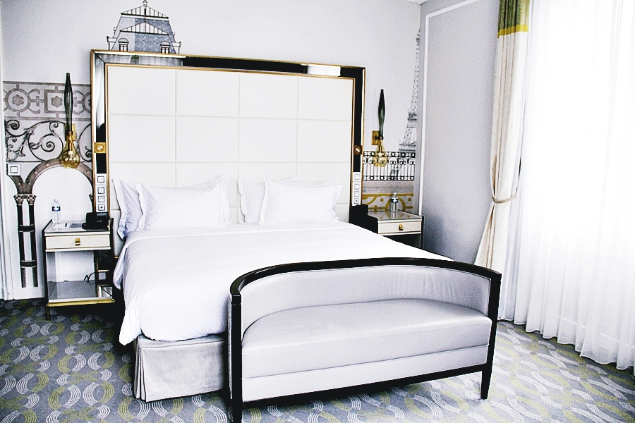 bed hilton hotel room opera