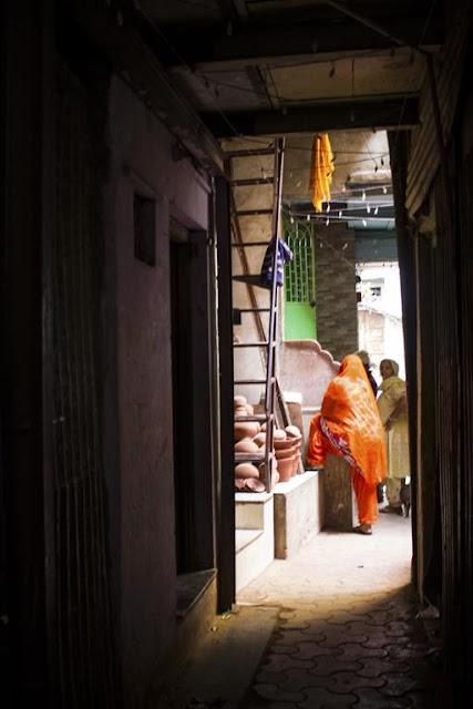 lanes, bylanes, kumbharwada, dharavi, mumbai, street, street photo, street photography, india,