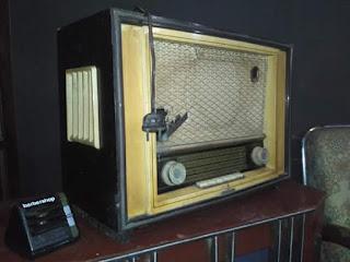 Barang Antik Radio tabung merk SIEGFRIED