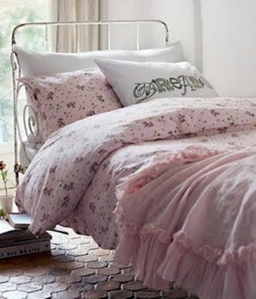 lovley and romantic pink and white feminine bedroom