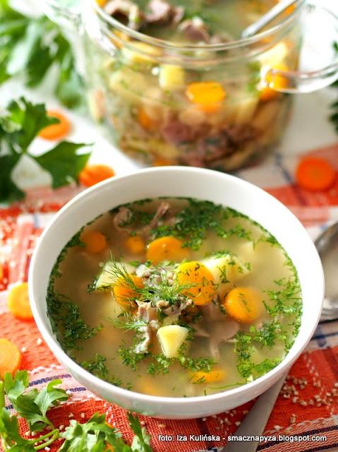 pyszny krupnik, domowa zupa, co na obiad, zoladki drobiowe, mloda wloszczyzna, kasza jeczmienna, delikatny krupnik