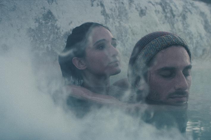 Entre Tempos: honesto, filme do italiano Valerio Mieli se apoia em fragmentos e memórias para contar a relação de um jovem casal | Cinema