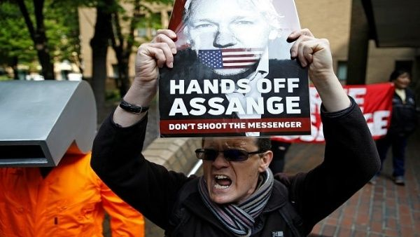 Tribunal de Londres condena a Assange a 50 semanas de prisión