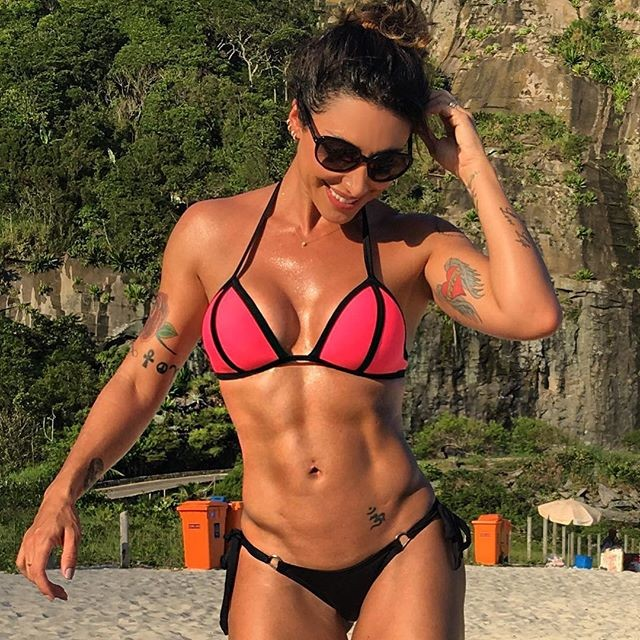 Fitness girl Jaque Khury