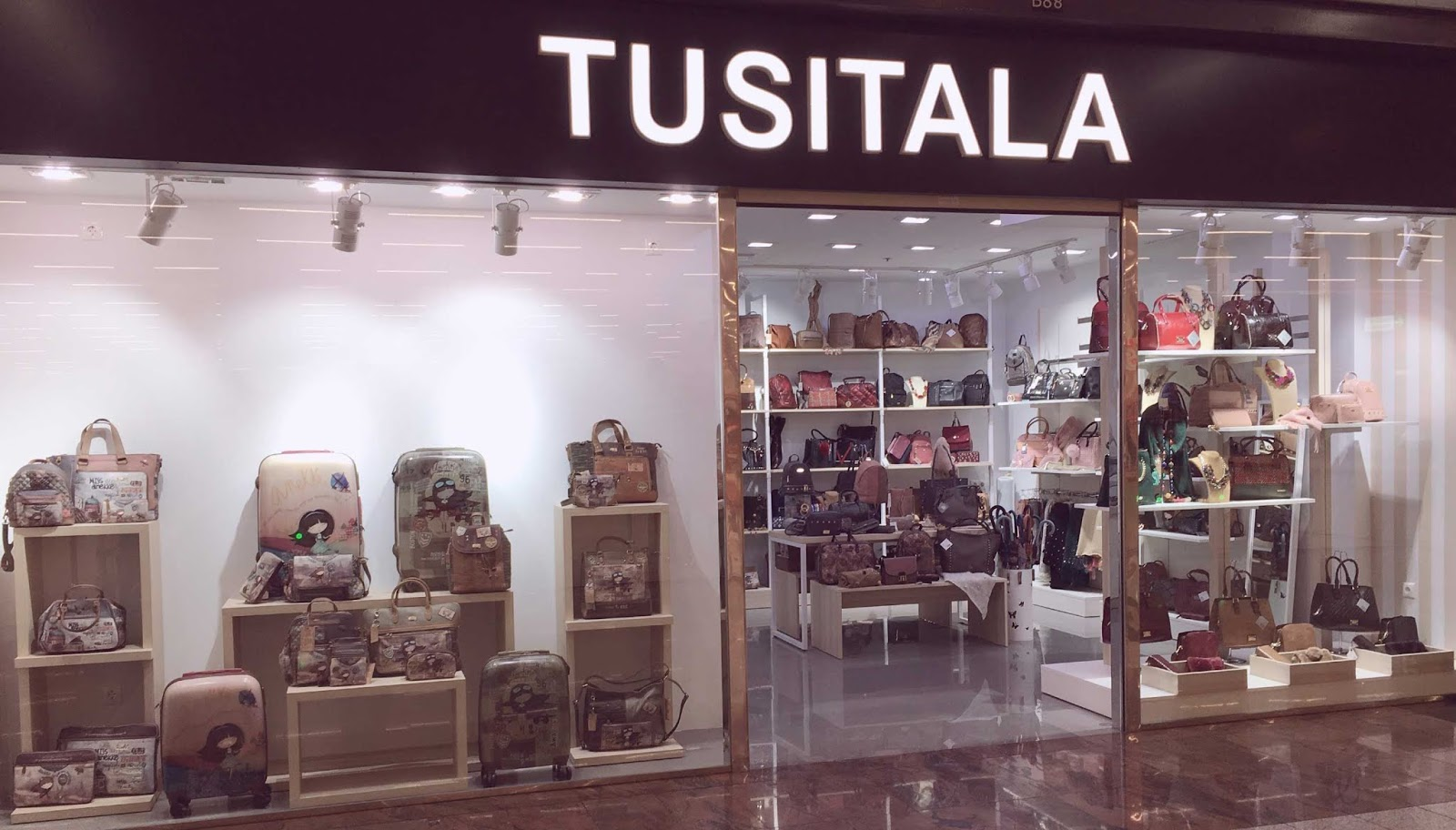 18393277475 ... una tienda de bolsos y complementos que os va a encantar en cuanto la  conozcáis y de presentárosla se encarga Silvia, nuestra Personal Shopper.