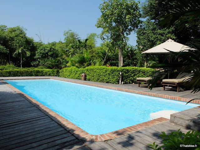 hotel emeralda reserve van long van gien vietnam piscine privee bungalow