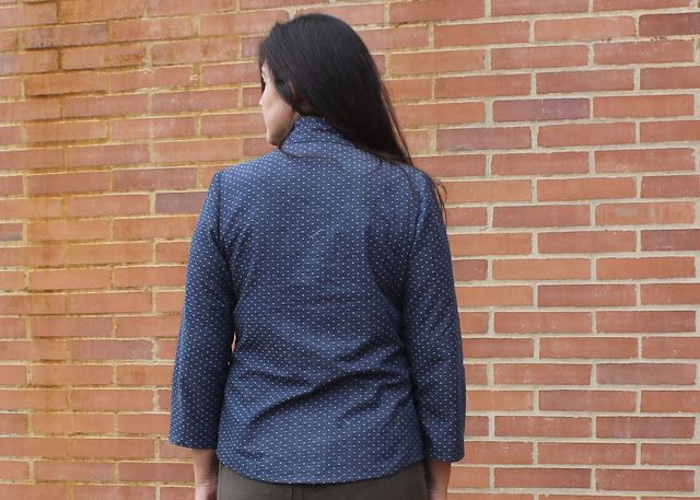 Back view of a dotted chambray shirt sewn from the Simplicity 2246/Lisette Traveler sewing pattern.