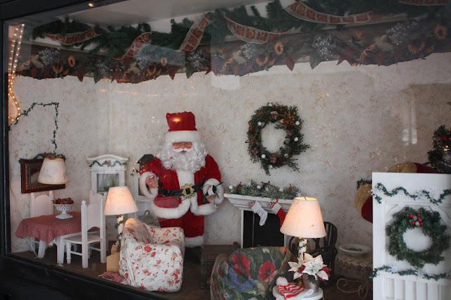 Santa brings gifts in Antioch, Illinois shadowbox scene