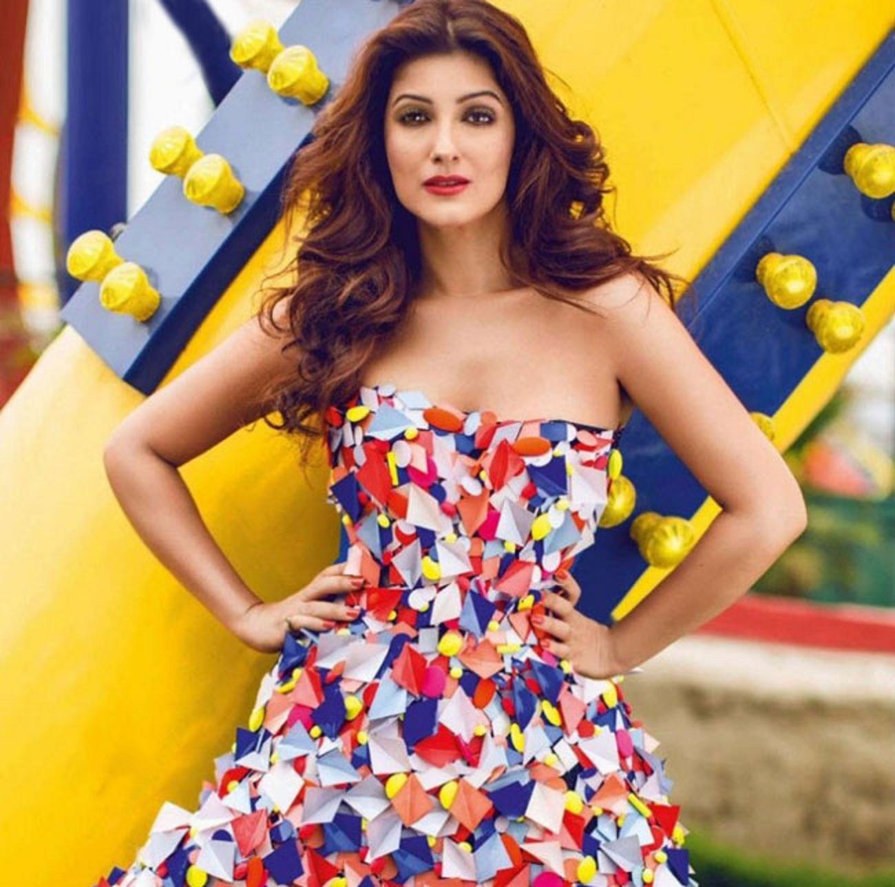 Beautiful Twinkle Khanna Hd Wallpaper - All 4U Stars Wallpaper