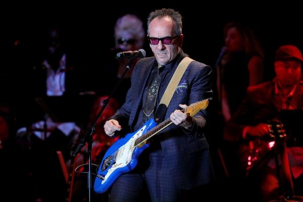 Elvis Costello revela que tiene cáncer