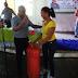 Senador Eddy Mateo Vásquez entrega regalos a las madres en su día