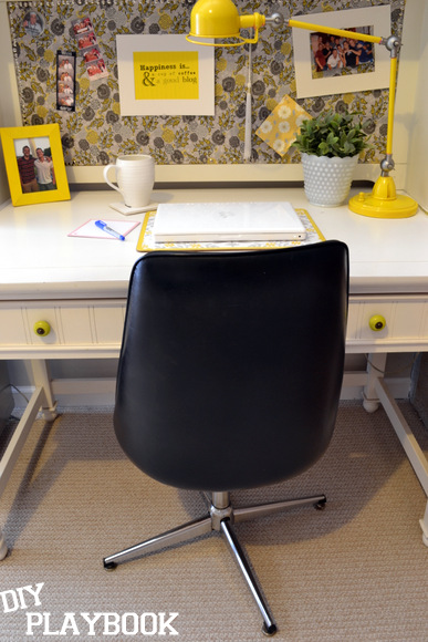 Black office chair white desk